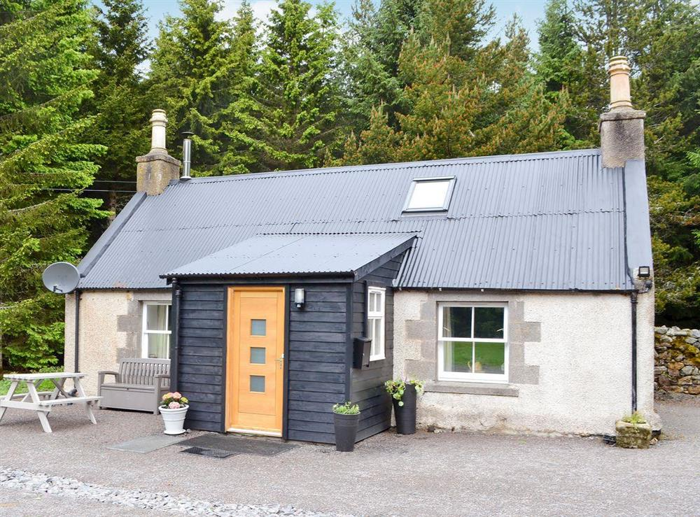 Delightful little detached cottage at Laghlasser in Corgarff, near Ballater, Aberdeenshire