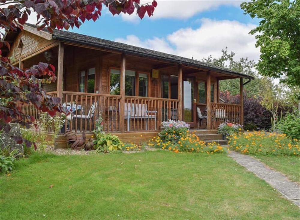 Delightful lodge style cabin in beautiful gardens at Lakeside Cabin in Kingston Blount, near Thame, Oxfordshire