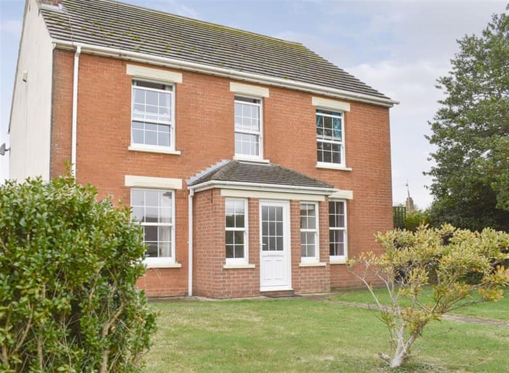 Delightful detached holiday home at Lavender Cottage in Winterton-on-Sea, near Great Yarmouth, Norfolk