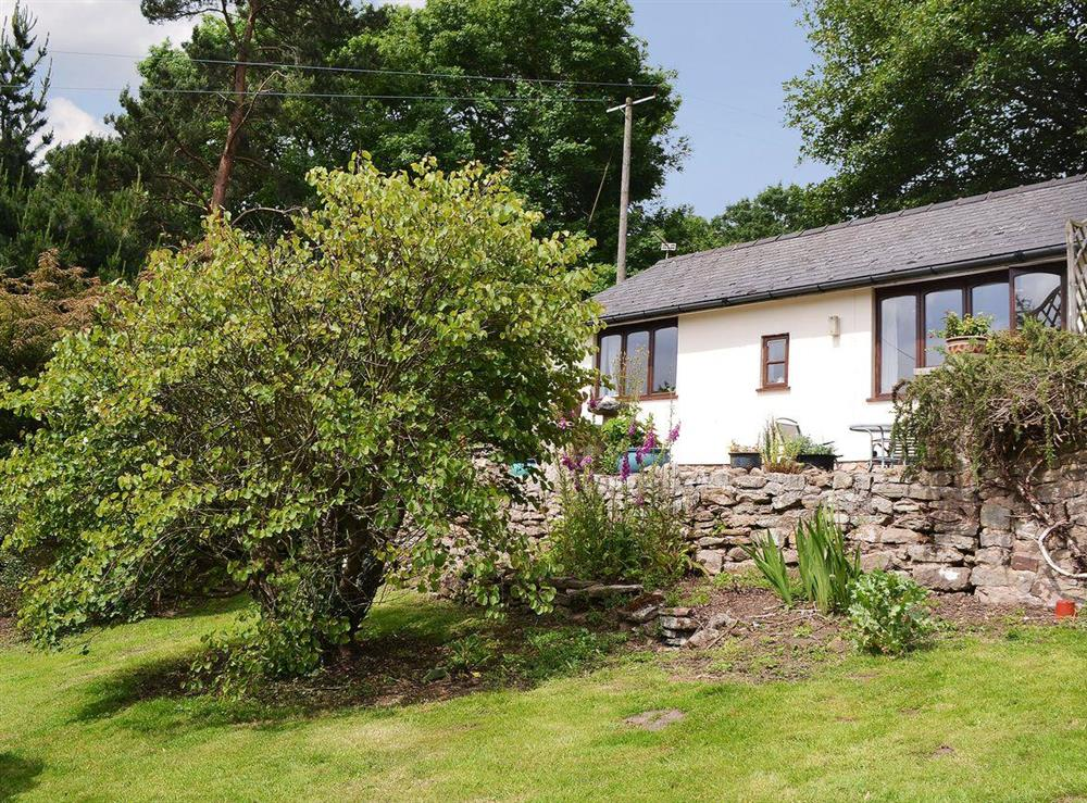 Delightful single storey holiday accommodation at Leys Hill Farm Cottage in Walford, near Ross-on-Wye, Herefordshire