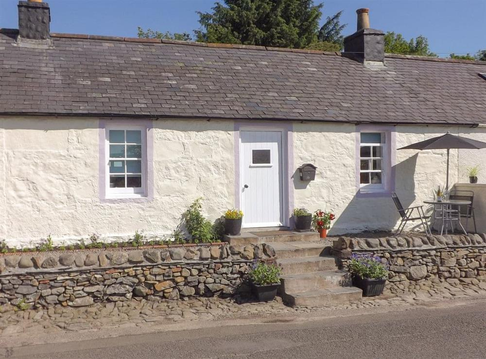 Characterful single-storey holiday home at Lilac Cottage in Moniaive, near Thornhill, Dumfries and Galloway, Dumfriesshire