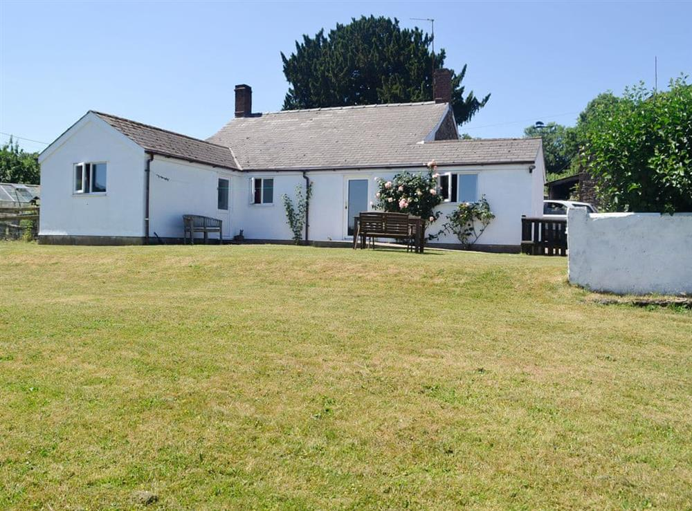 Charming semi-detached holiday cottage at Little Coed Lliffos in Shirenewton, near Chepstow, Monmouthshire, Gwent