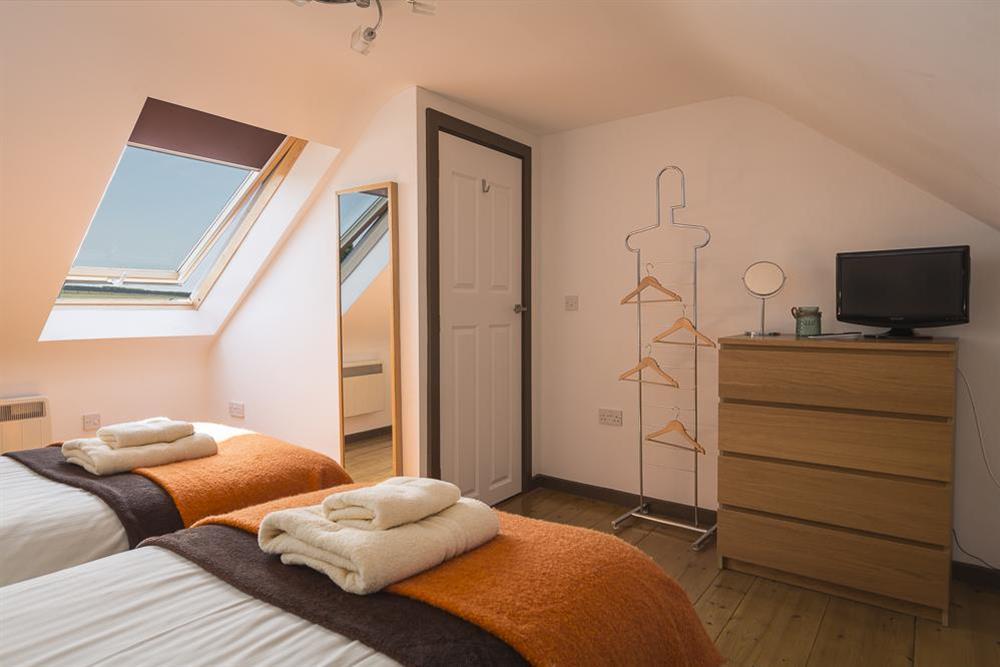Spacious twin room at Little Cotton Farmhouse in Venn Lane, Nr Dartmouth