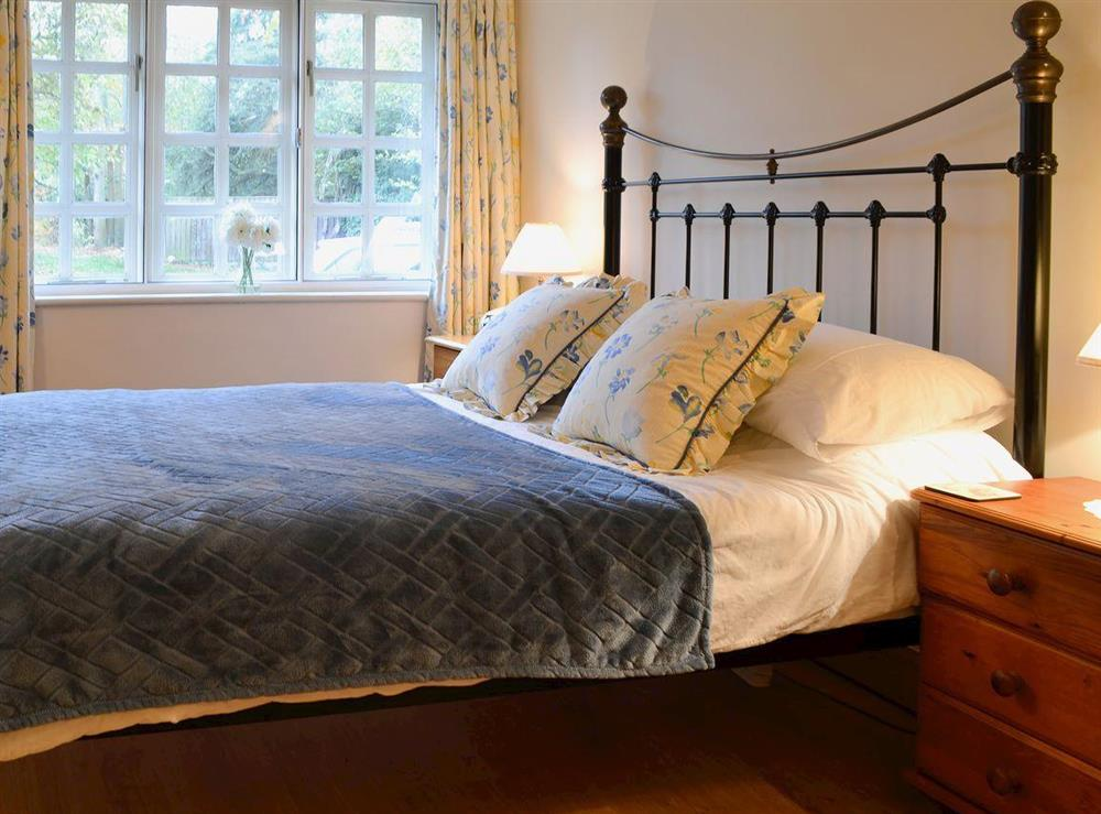 Comfortable and romantic double bedroom at Leonards Cottage,