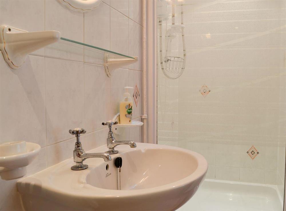 En-suite shower room at Upton Cottage,