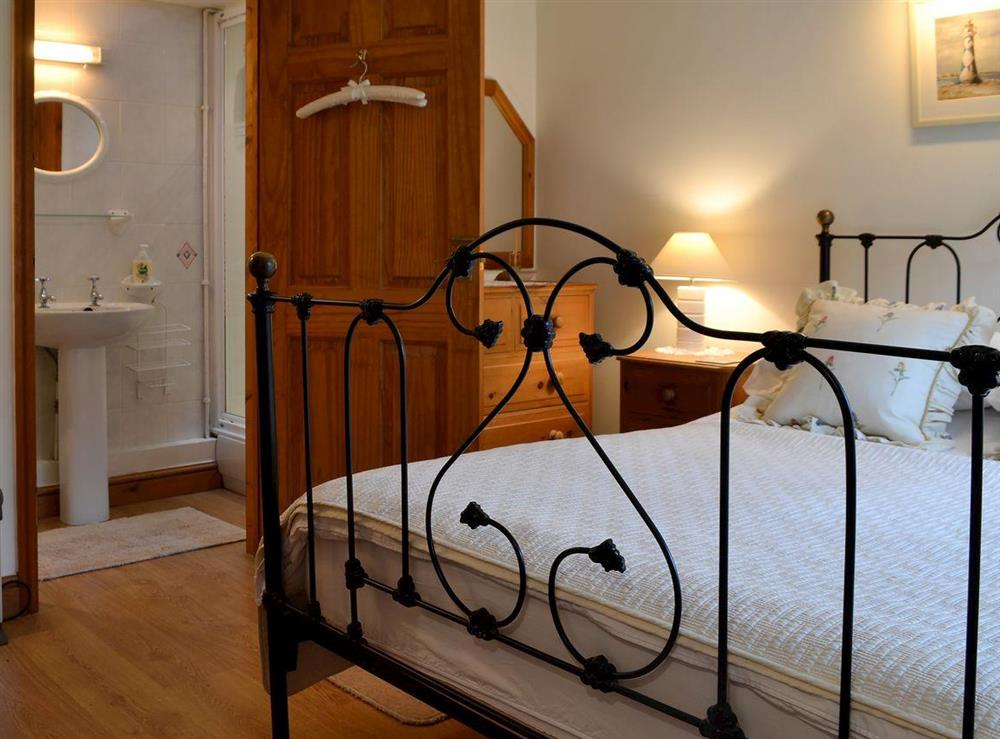 Romantic double bedroom with en-suite at Upton Cottage,