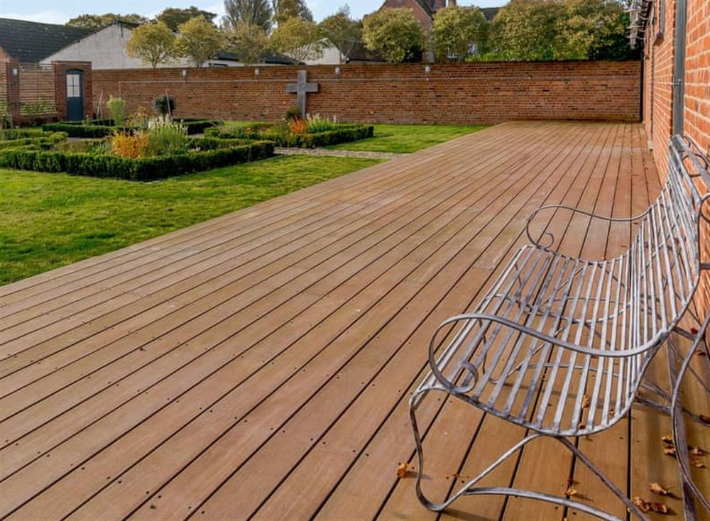 Pretty courtyard with decking and garden furniture at The Bull Pen 2,