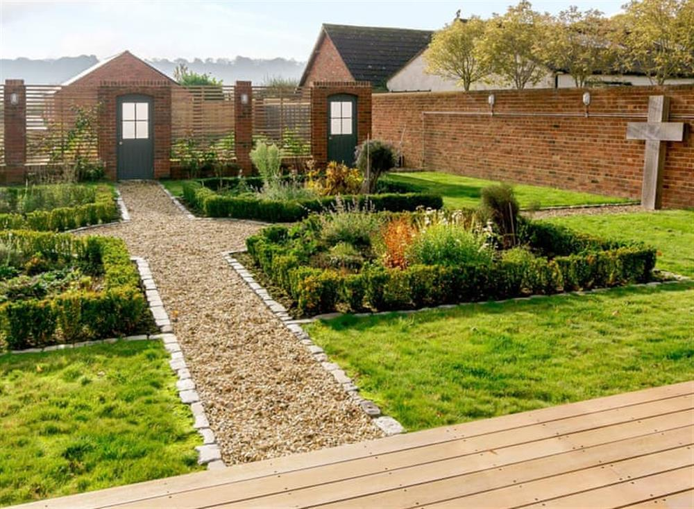 Pretty, landscaped grounds at The Bull Pen 2,