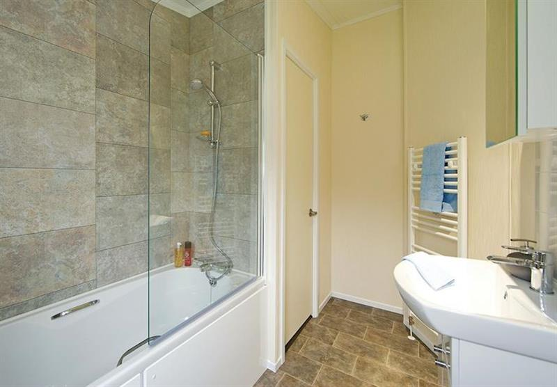 Bathroom in the Kingfisher Lodge at Longmead Country Escapes in Cheddar, Nr Wells