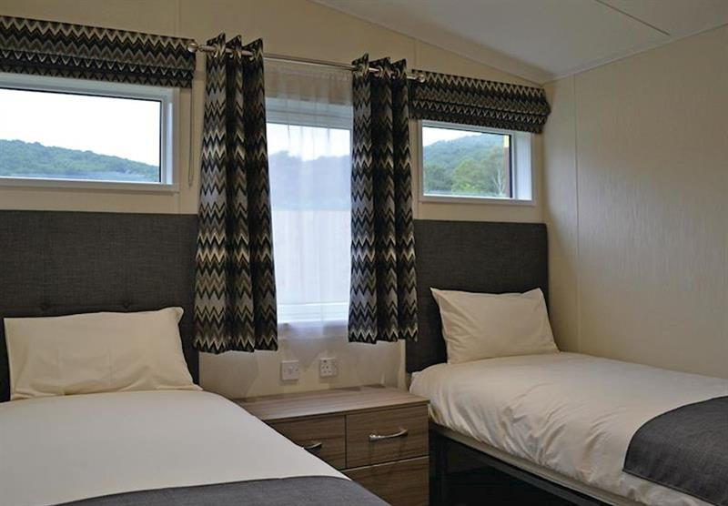 Twin bedroom in the Kingfisher Lodge at Longmead Country Escapes in Cheddar, Nr Wells