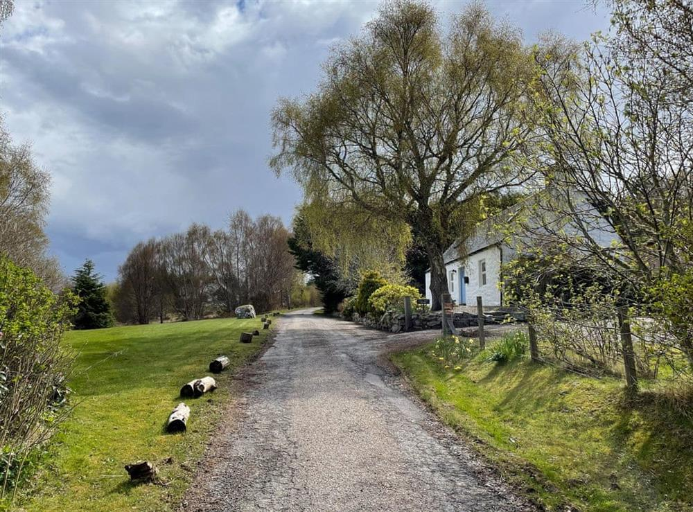 Driveway at Lower Hilton Cottage in Culrain, Lairg, Ross-Shire