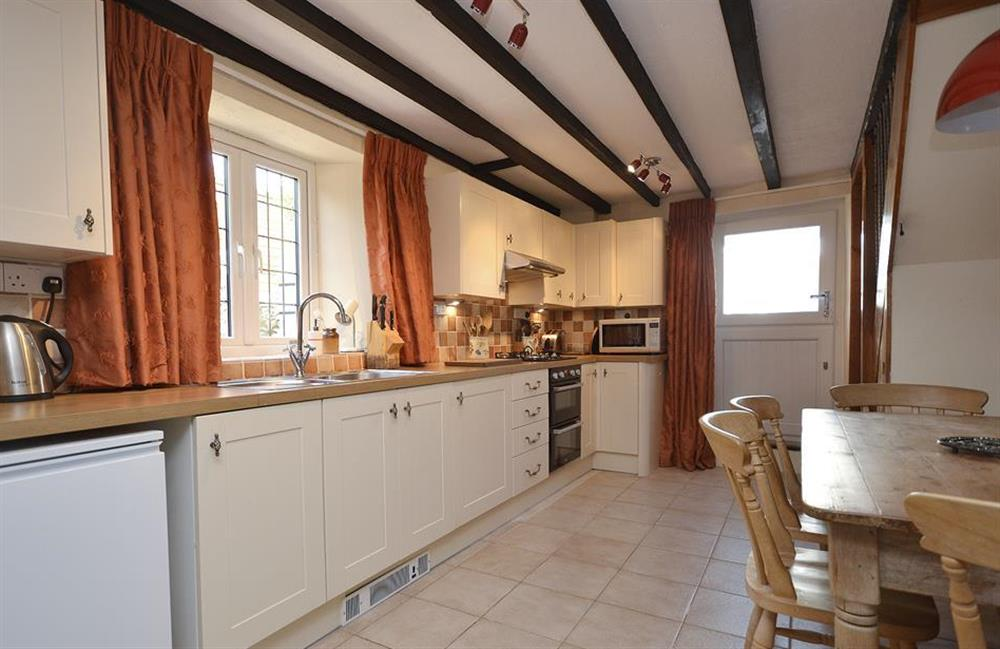The kitchen with breakfast table with settle at Lydiard Cottage, Loddiswell