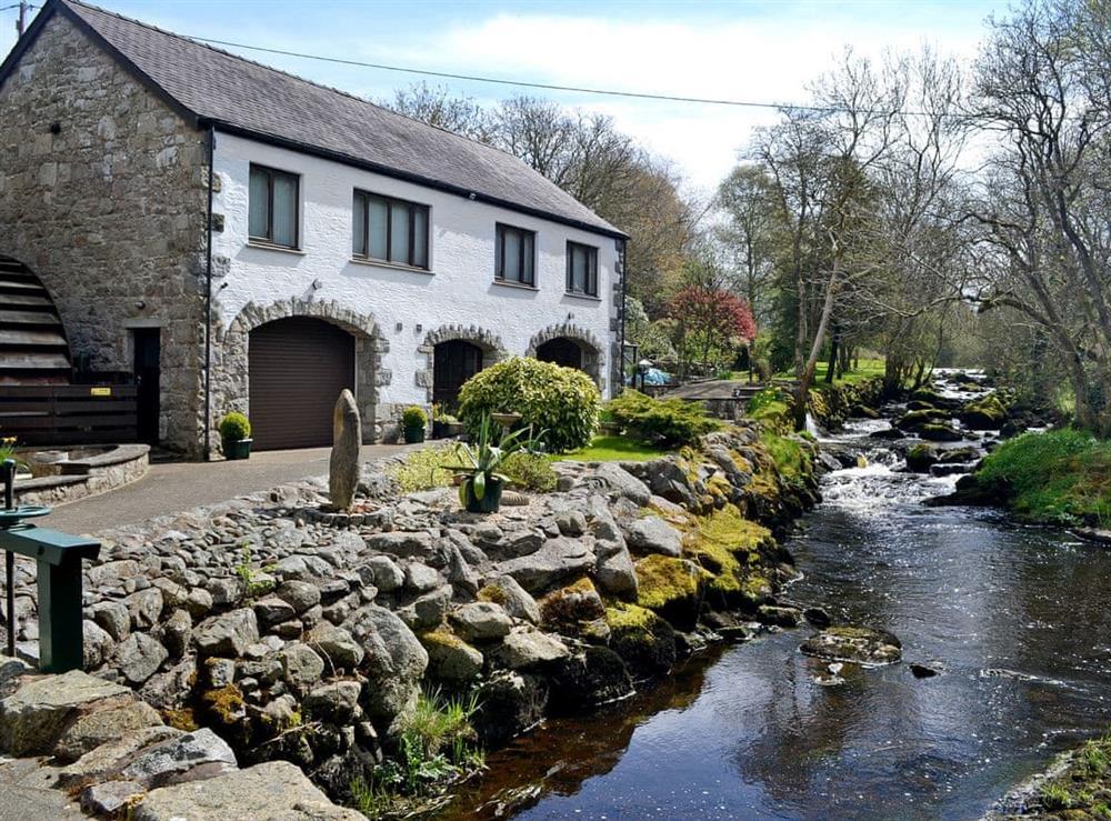 Breathtaking riverside properties at Anvil,