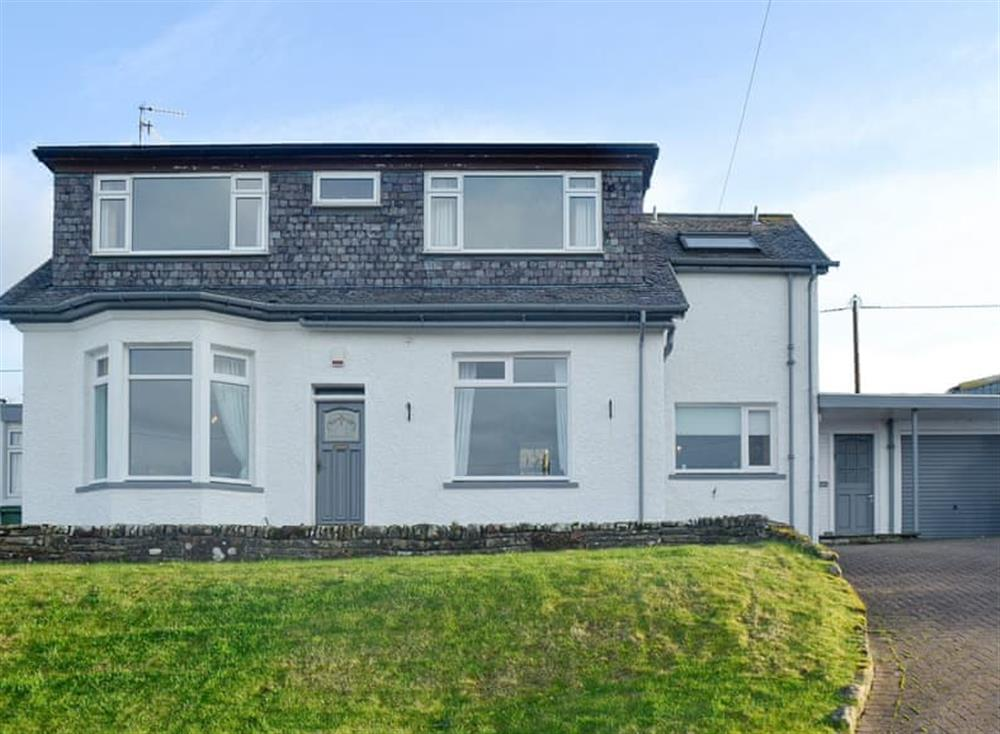 Spacious, detached holiday home at Mainslea in Dunure, near Ayr, Ayrshire