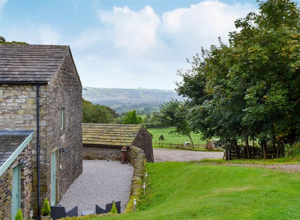 Lovely terraced cottage in a peaceful rural location at Device,
