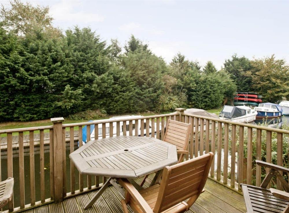 Sitting-out-area at Malt Shovel in Wayford Bridge, near Stalham, Norfolk
