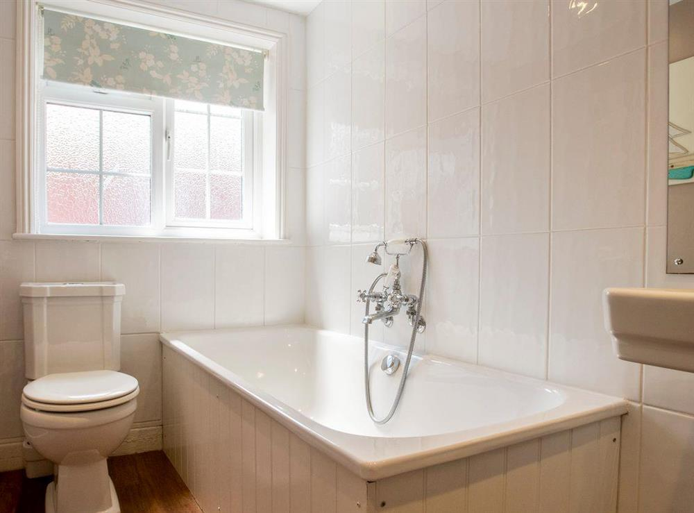 Family bathroom at Market Cross Place in Aldeburgh, Suffolk