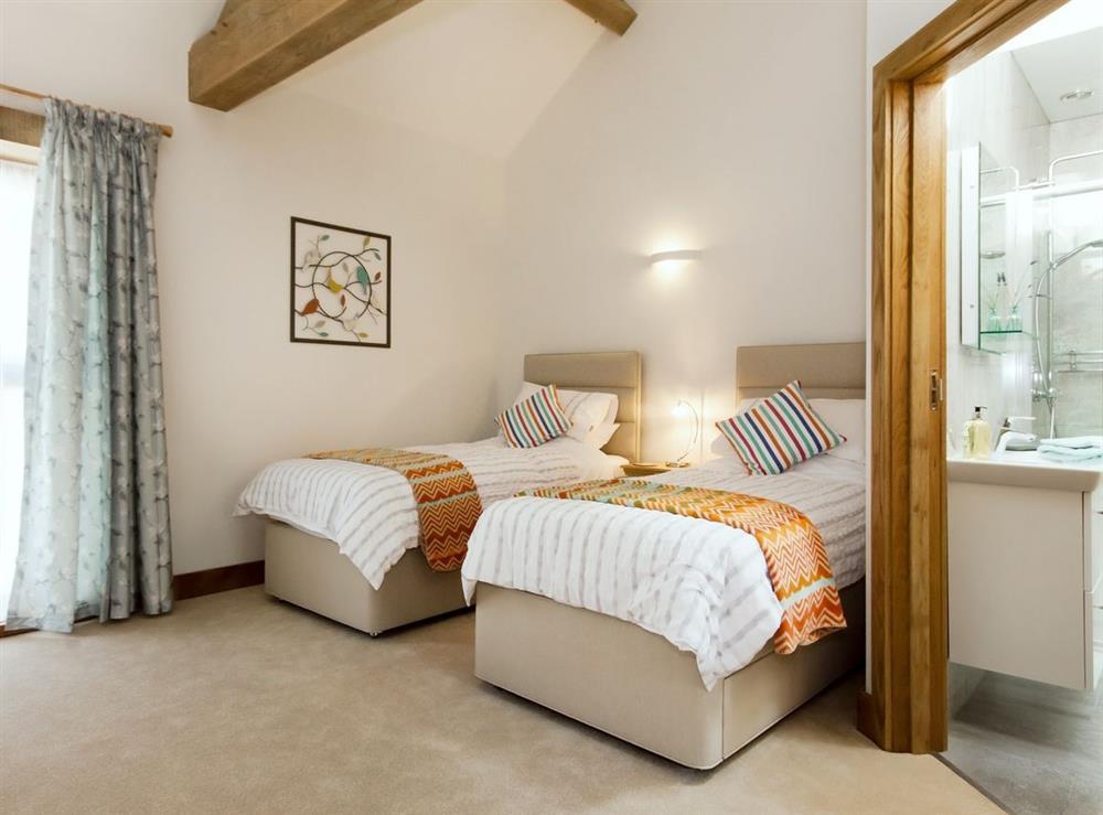 Twin bedroom at Meadow Barn in Blackawton, Devon