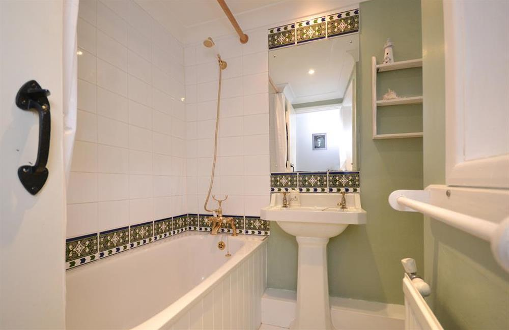 The family bathroom at Meadow View Cottage, Dittisham