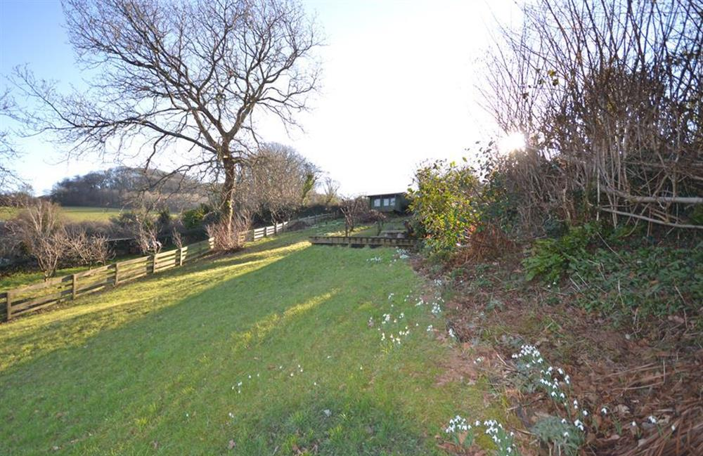 The huge meadow style garden with a deck and summer house at the top at Meadow View Cottage, Dittisham