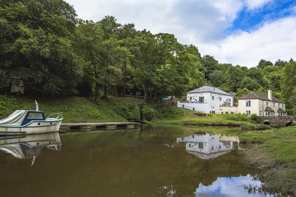 Mill Grange is sitiated by Old Mill Creek, an idyllic tidal inlet just off the main River Dart estuary (photo 2) at Mill Grange in , Dartmouth