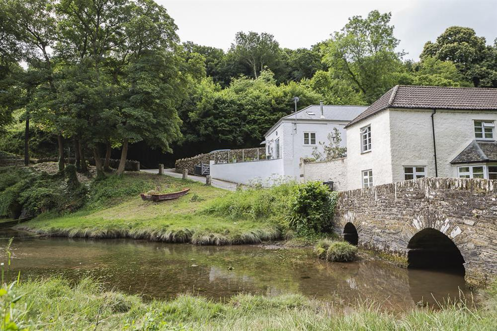 Mill Grange is sitiated by Old Mill Creek, an idyllic tidal inlet just off the main River Dart estuary at Mill Grange in , Dartmouth