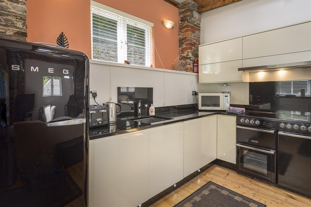 Well equipped kitchen with range cooker at Mill Grange in , Dartmouth