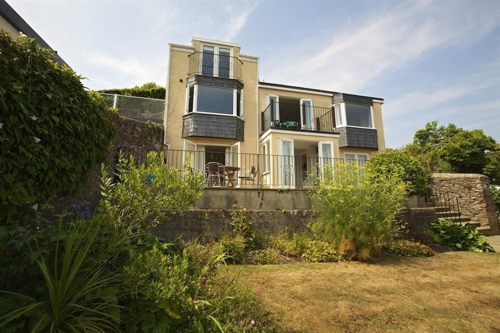 Moonrakers is a well presented and comfortably furnished detached house at Moonrakers in , Dartmouth