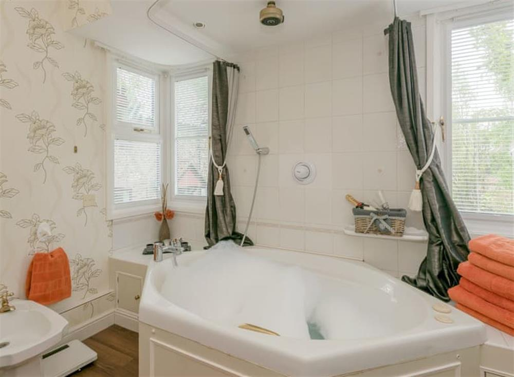 Wonderful, relaxing bathroom (photo 2) at Morea in Horning, Norfolk