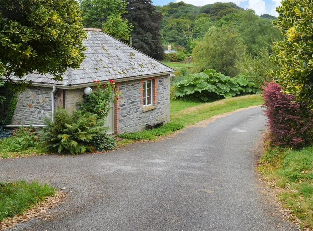 Cosy lodge style property set beside a small lake at The Pumphouse,