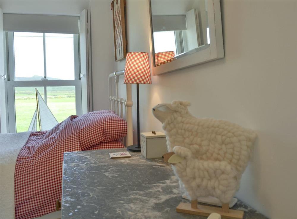 Fabulous twin bedroom at Mur Llwyd in Rhoshirwaun, near Pwllheli, Gwynedd