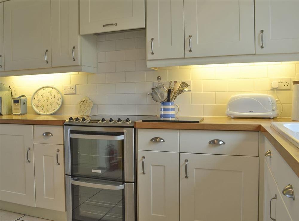 Fully equipped kitchen at Mur Llwyd in Rhoshirwaun, near Pwllheli, Gwynedd