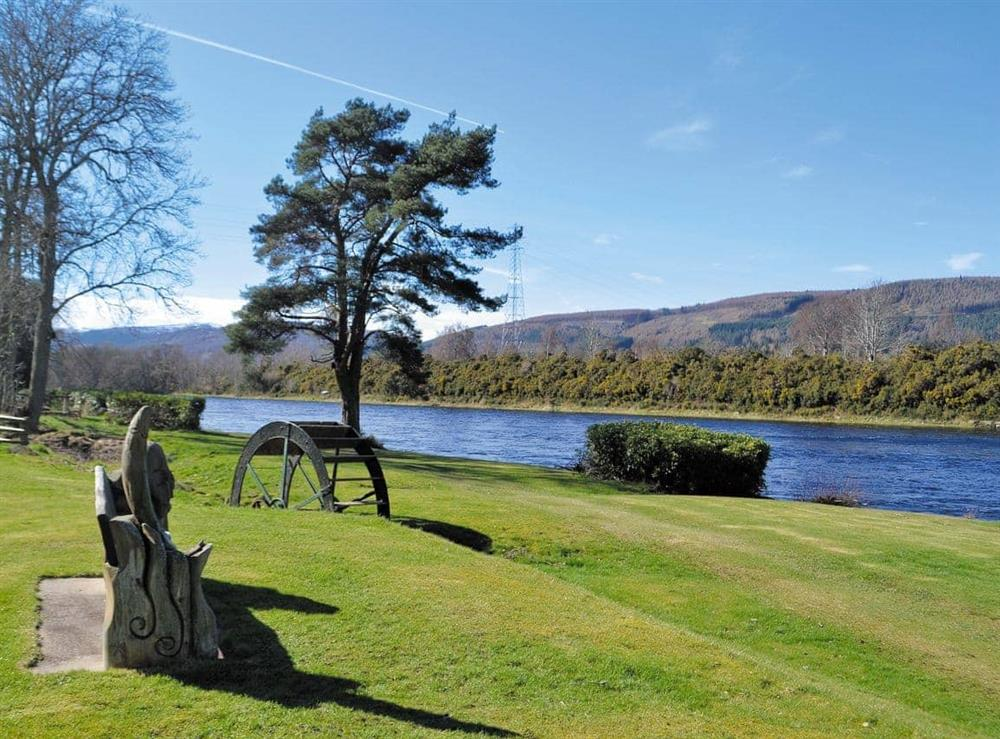 Garden and grounds at Red Squirrel Lodge,