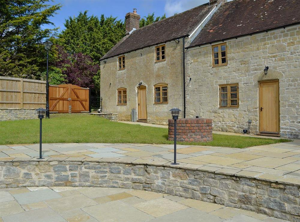 Fabulous farmhouse with lawned garden, meadow, patio and hot tub at New Inn Farmhouse in Marnhull, near Shaftesbury, Dorset