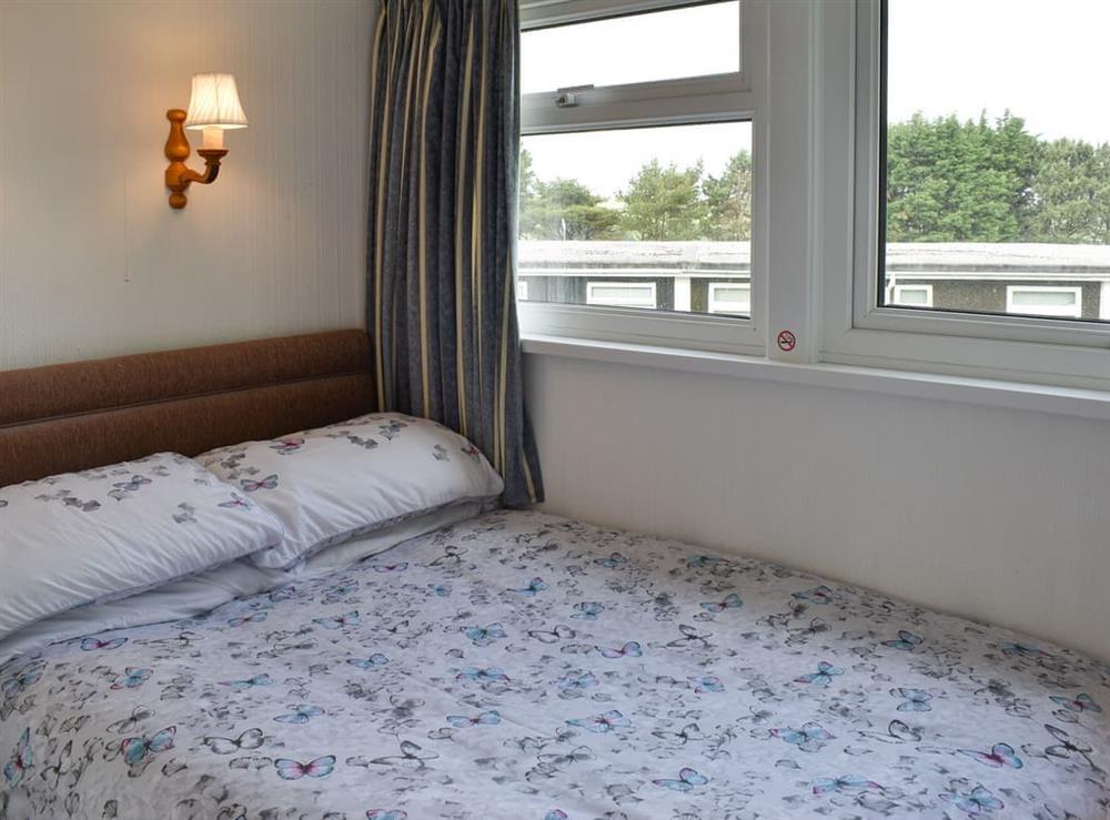 Double bedroom (photo 2) at Norton Park in Dartmouth, Devon