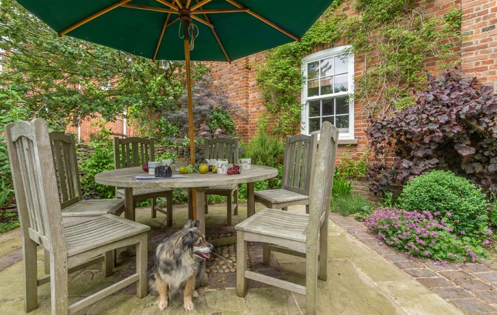 Number 25 Park Road is a family and dog friendly cottage only a short walk away from the Aldeburgh High Street and beach