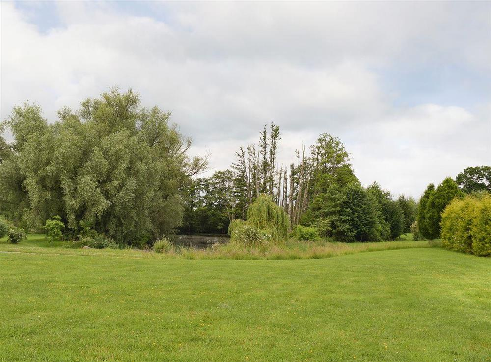 Large garden areas at Falstaff Cottage,