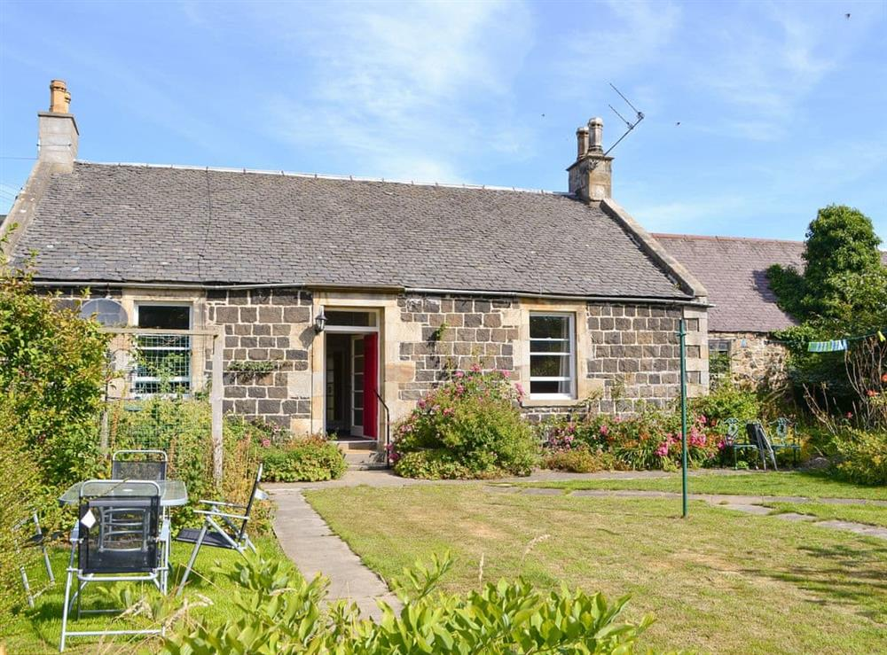 Attractive detached holiday home at Orchardfield Farm Cottage in Kirknewton, Edinburgh and the Lothians, West Lothian