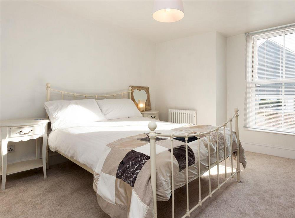 Comfortable double bedroom with en-suite at Otter Cottage in Dartmouth, Devon
