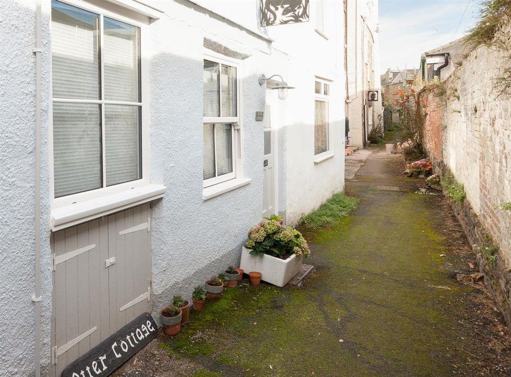 Delightful character terraced cottage at Otter Cottage in Dartmouth, Devon