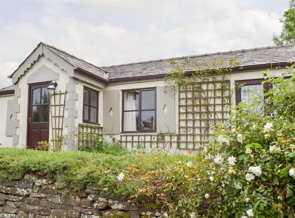 Lovely garden fronted holiday property at Bwthyn Gwyn,