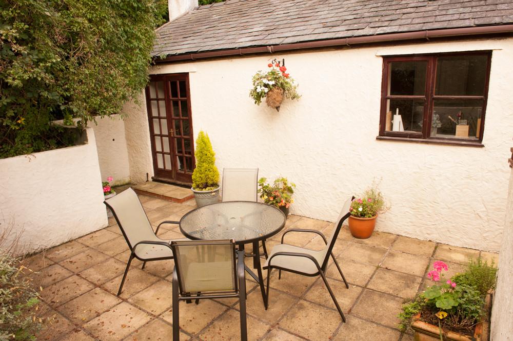 The patio at Bwthyn Gwyn,