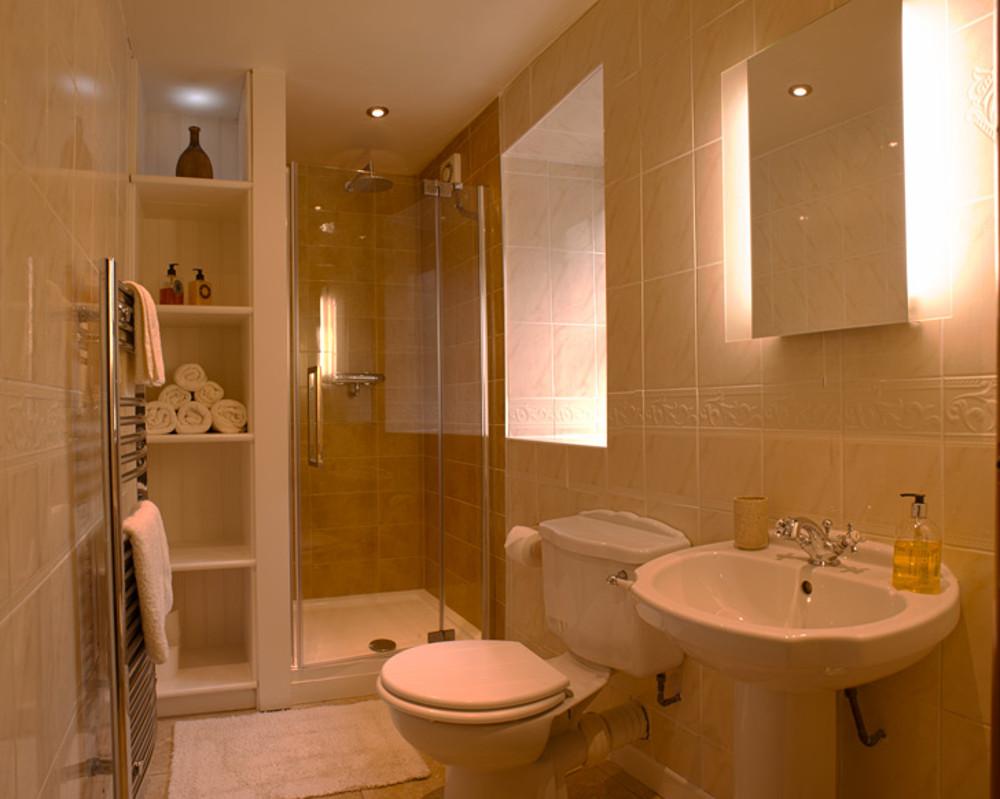 The shower room at Bwthyn Gwyn,
