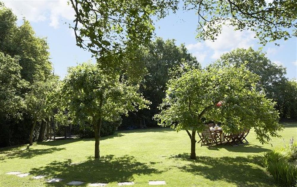 Large, lawned gardens (photo 2) at Peak Hill Cottage, Theberton