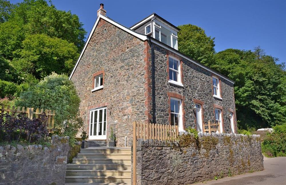 Perchwood Cottage is one half of this attractive stone cottage at Perchwood Cottage, Tuckenhay