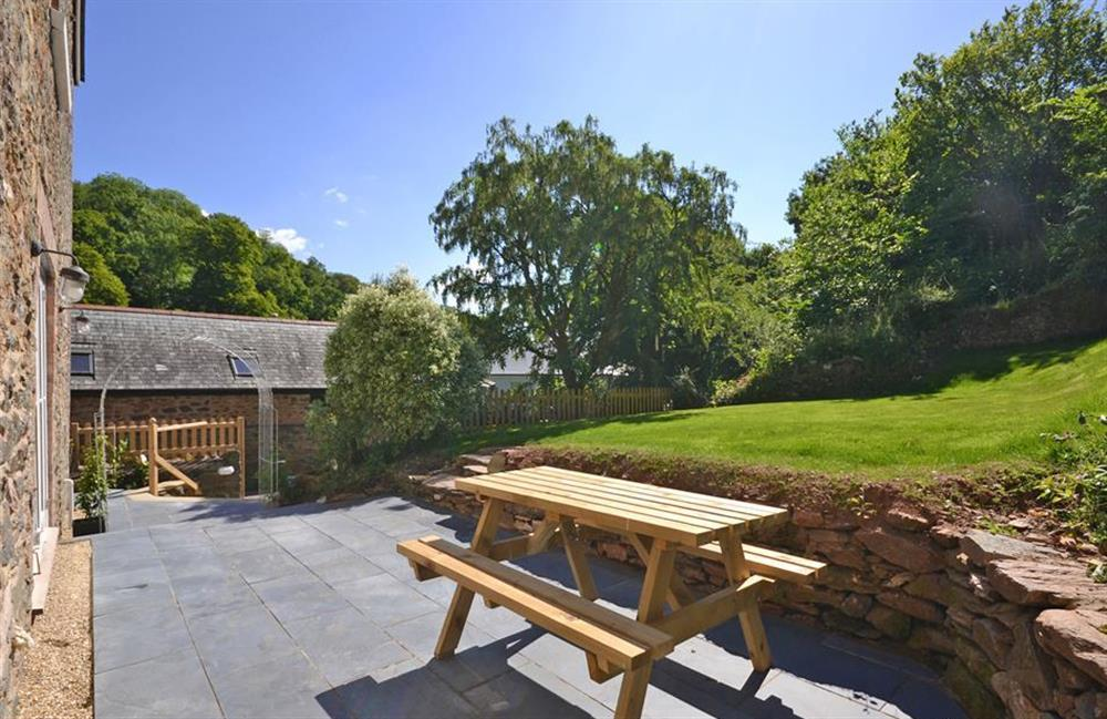 The cottage boasts a lovely grassed garden and patio at Perchwood Cottage, Tuckenhay