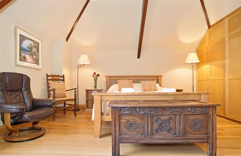 Bedroom 3 with king size bed and exposed beams at Perchwood Shippon, Tuckenhay