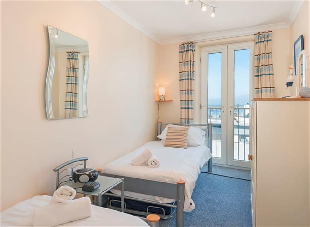 Twin bedroom at Pilots Perch in Brixham, Devon