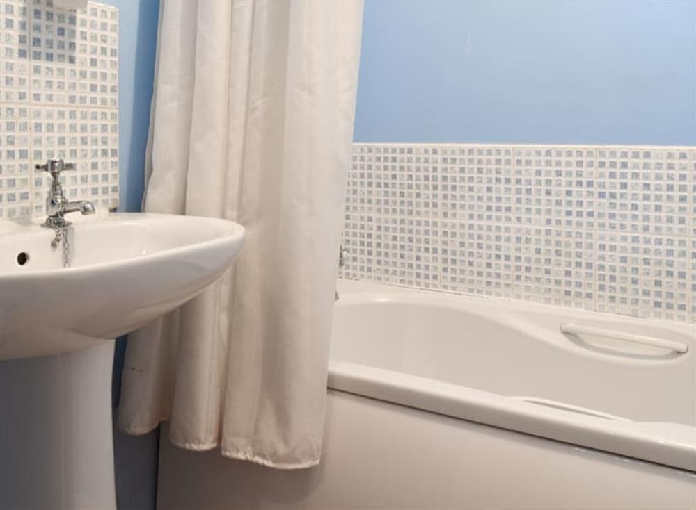 Family bathroom with shower over bath at Pinewood Cottage in Hainford, near Norwich, Norfolk