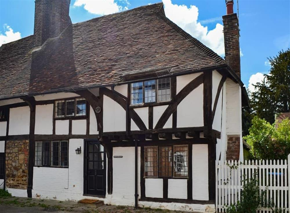 Charming Tudor period half-timbered holiday cottage at Pollard Cottage in Lingfield, Surrey
